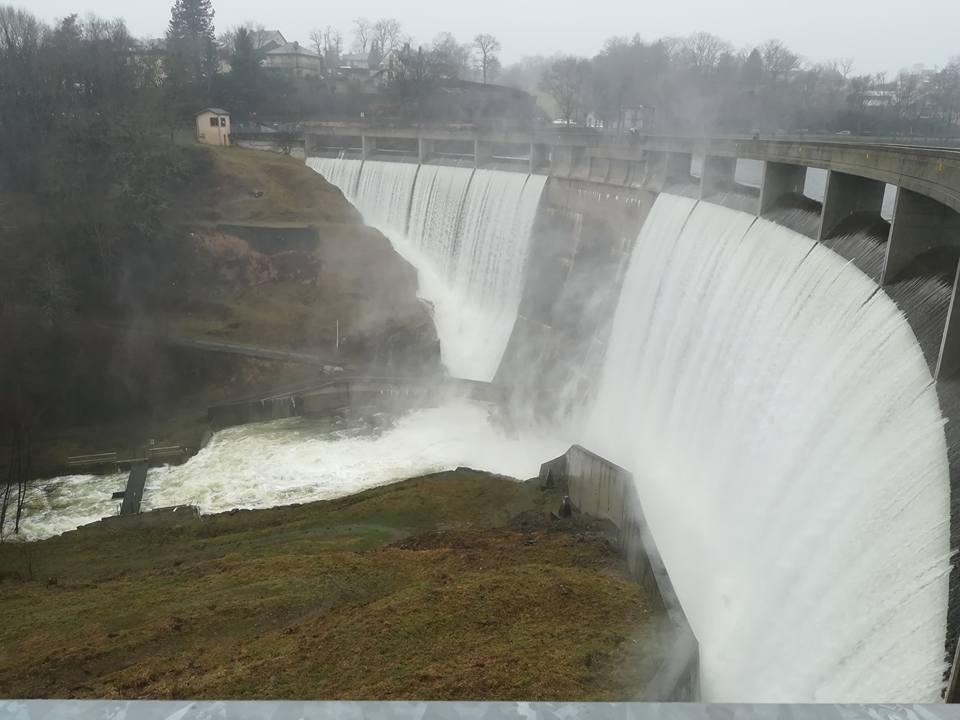 Sur-verse, barrage Pont de Salars